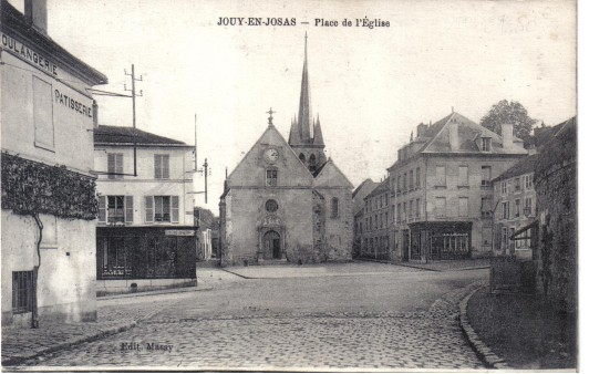 Place du Village et l'église. Coll. part.