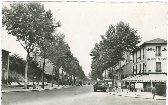 L'Avenue au niveau de la Pointe, en regardant vers Paris