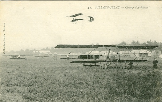 Le terrain d'aviation (coll. part.)